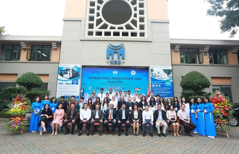 Deakin Business School WIL students in Hanoi